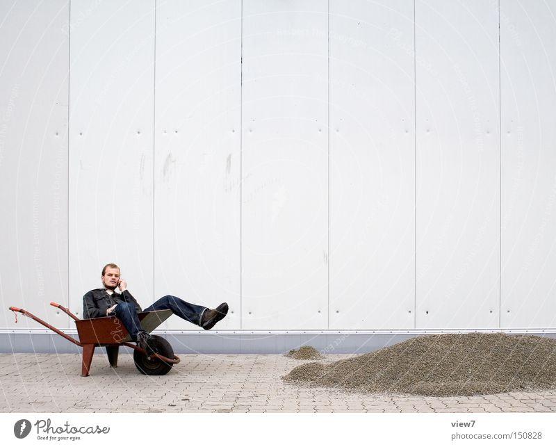 Pause Mann sitzen warten leer Telefon Baustelle Handwerk Kies Kerl Karre Telekommunikation Lederjacke