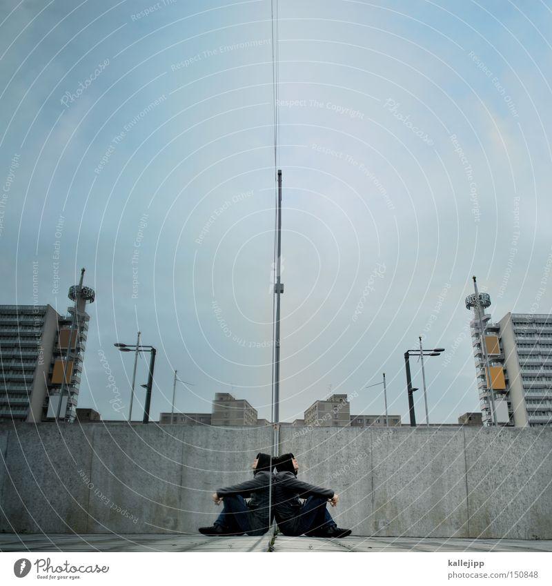 ich is ich Mann Stadt Haus Berlin Fenster Architektur Hochhaus Rücken sitzen Spiegelbild online Alexanderplatz Identität Avatar