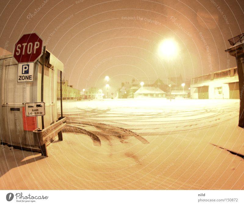 GroßeingangHauptmarkthalle Schnee Lebensmittel Güterverkehr & Logistik stoppen Lastwagen Parkplatz Markt Handel KFZ Ware Einfahrt