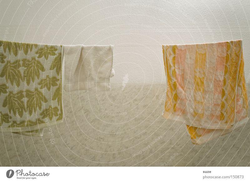 Online hängen retro Handtuch Wäscheleine trocknen Frottée Wand Haushalt Farbfoto mehrfarbig Innenaufnahme Muster Menschenleer Textfreiraum oben