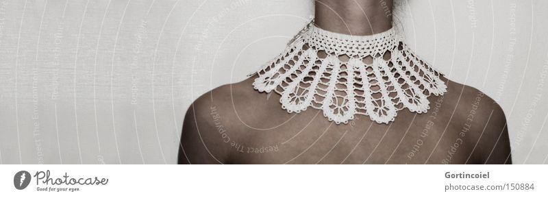 Dekoration Frau Mensch Jugendliche Erwachsene Mode Körper Haut Bekleidung Dekoration & Verzierung Stoff Schmuck Kette Decke Schulter Hals Junge Frau