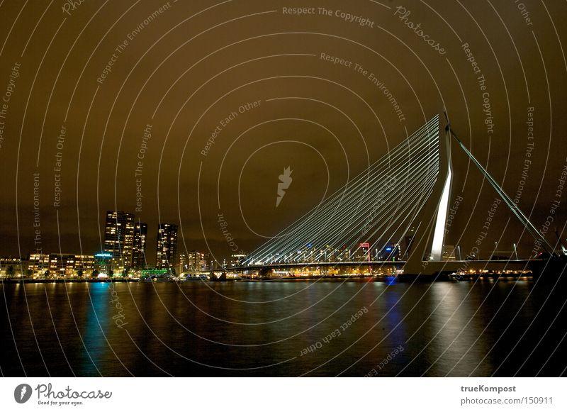 Erasmus Bridge Rotterdam Brücke Nacht Langzeitbelichtung Licht Stimmung Wasser Reflexion & Spiegelung Nachtleben Niederlande Architektur ästhetisch Kunst Kultur