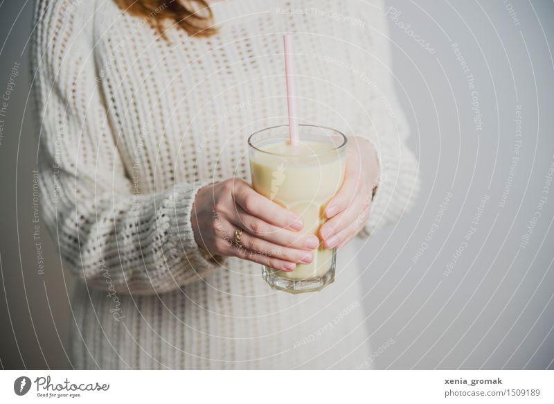 Buttermilch Bioprodukte Vegetarische Ernährung Diät Fasten Getränk trinken Erfrischungsgetränk Milch Longdrink Cocktail Glas Trinkhalm Lifestyle schön