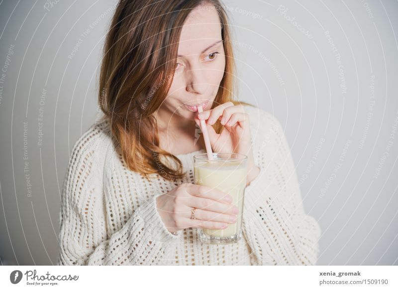 eine Pause Ernährung Diät Fasten Getränk trinken Erfrischungsgetränk Milch Longdrink Cocktail Becher Glas Trinkhalm Lifestyle schön Körperpflege Gesundheit