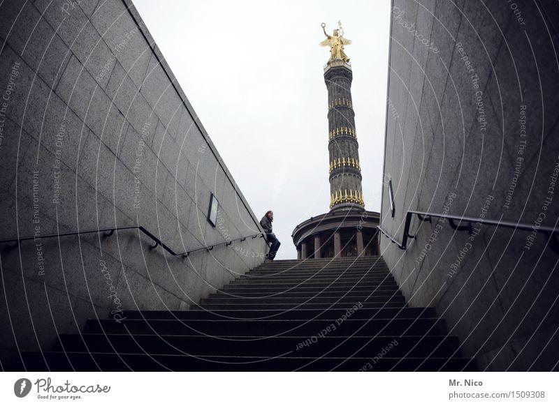 siegesdingens Mensch Ferien & Urlaub & Reisen Wand Berlin Mauer Deutschland Tourismus Treppe sitzen Perspektive Ausflug Beton historisch Wahrzeichen Denkmal
