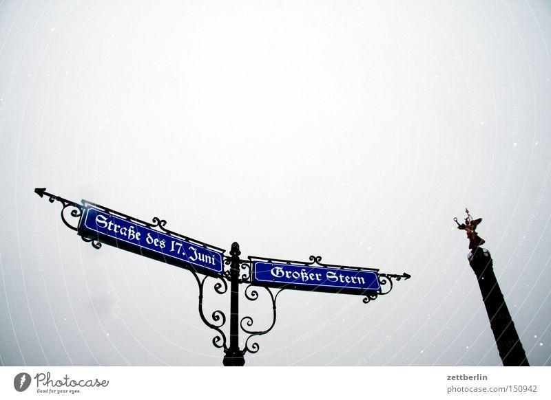 Großer Stern/Straße des 17. Juni Berlin Straßenverkehr Schilder & Markierungen Kitsch Pfeil Richtung Denkmal historisch Wahrzeichen antik Hauptstadt Straßennamenschild Goldelse Siegessäule