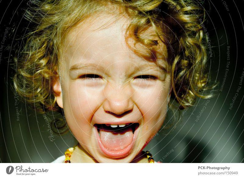 yezzz lachen grinsen schreien Kind Locken Grimasse Blick Freude kinderlachen
