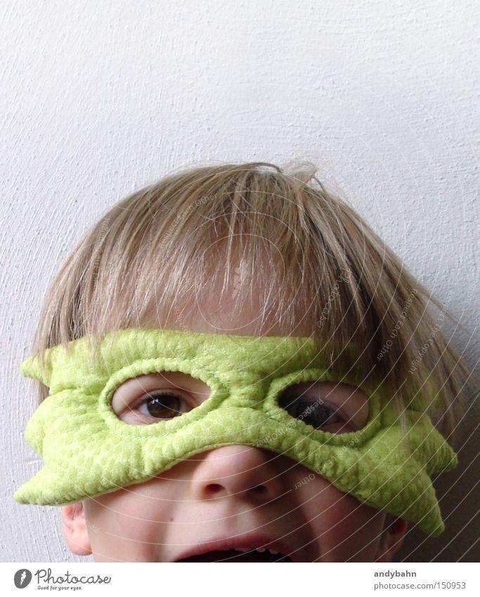 Wuaaarrrrrrh Maske Karnevalskostüm Junge Kind Freude Kindheit Schrecken Überraschung lustig Monster Angst Panik blond Superheld
