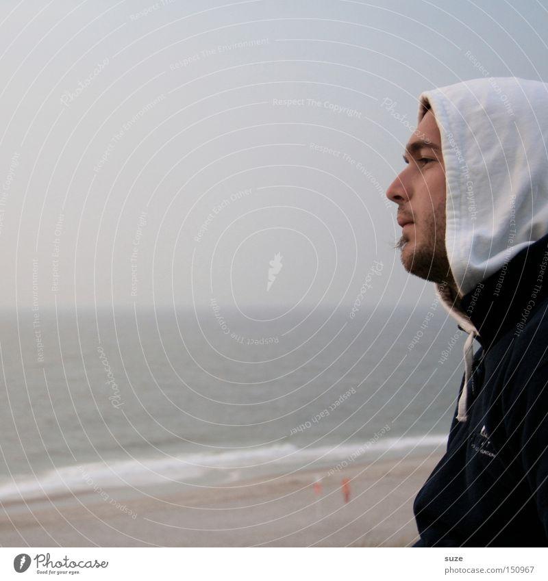 Sehnsucht Mensch Mann Jugendliche Ferien & Urlaub & Reisen Meer Einsamkeit Strand Erwachsene Gesicht Umwelt Ferne Junger Mann kalt 18-30 Jahre Küste Denken
