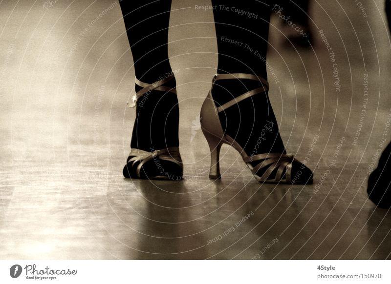 Tanzschuhe Frau Spielen Holz Beine träumen Fuß Schuhe Tanzen ästhetisch Tänzer Parkett Swing Sambatänzer Tanzschuhe