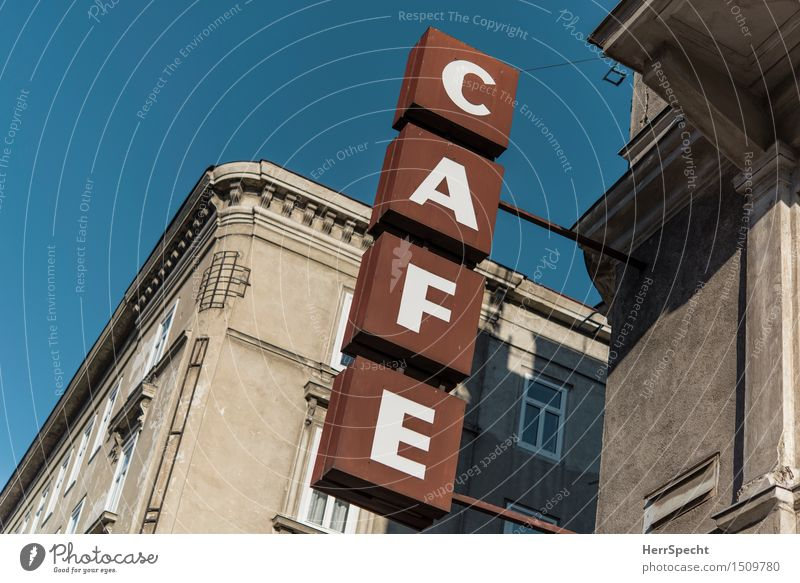 Café Heine ist umgezogen (das Schild nicht) Ferien & Urlaub & Reisen Stadt alt Haus Architektur Gebäude grau braun Fassade Tourismus trist Schilder & Markierungen Schriftzeichen retro Kaffee Restaurant