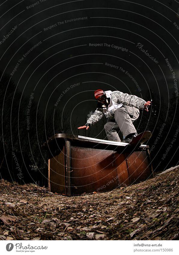 Snowboarden ohne Schnee Himmel Blatt Winter dunkel schwarz Gleichgewicht Klimawandel Freestyle fehlen Nachtaufnahme Snowboarding Sliden Extremsport