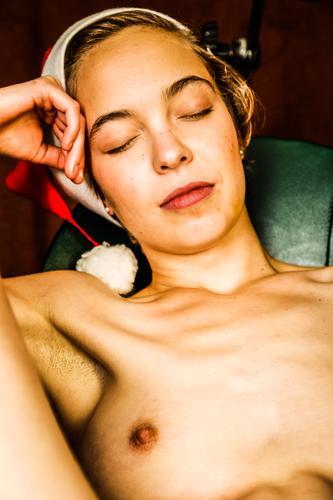 zu weihnachten . . . danach schön feminin Frau Erwachsene berühren genießen Sex nackt Erotik Glück Zufriedenheit Lust bilderberg Masturbation onanieren scham
