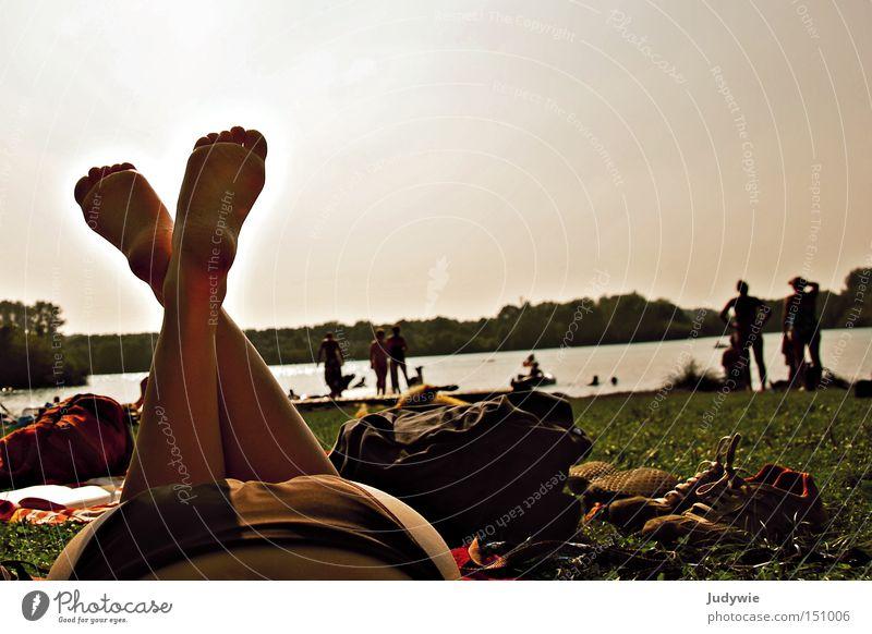einfach FERIEN Jugendliche Wasser Sommer Strand Ferien & Urlaub & Reisen Erholung Wiese Fuß See Wärme Schwimmen & Baden heiß Bikini Langeweile bequem Badeanzug