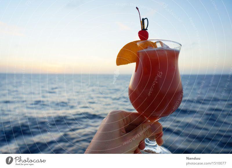 Feierabend! Ferien & Urlaub & Reisen Hand Erholung Frucht Freizeit & Hobby Glas Getränk trinken Wohlgefühl Alkohol Geschmackssinn Cocktail Erfrischungsgetränk