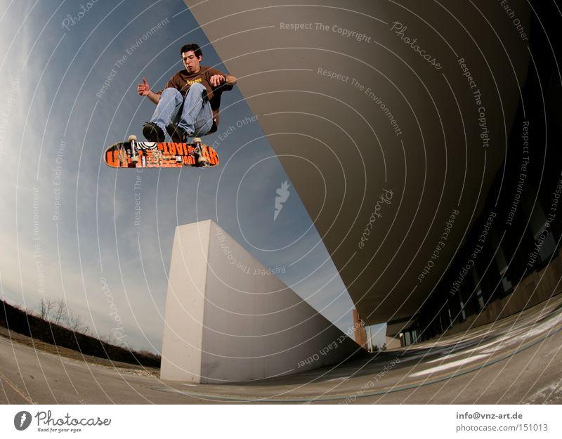 360 Flip Jugendliche Himmel blau Stil Mauer Beleuchtung verrückt Skateboarding Tunnel Salto Trick Fischauge Extremsport abgefahren