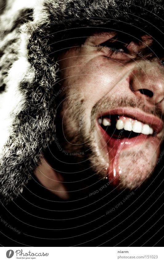der Schmück schlägt wieder zu Zahnlücke Pelzmütze Grobian wild hässlich Blut Ekel Rüpel blutrünstig grauenvoll grausam Schrecken Wut Ärger sabber Männergesicht