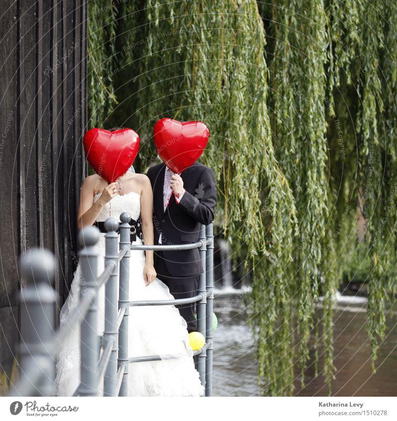 <3 Freude Glück Wohlgefühl Flirten Feste & Feiern Hochzeit Mensch Frau Erwachsene Mann Partner 2 Kleid Anzug Brautkleid Luftballon rot schwarz weiß Zusammensein