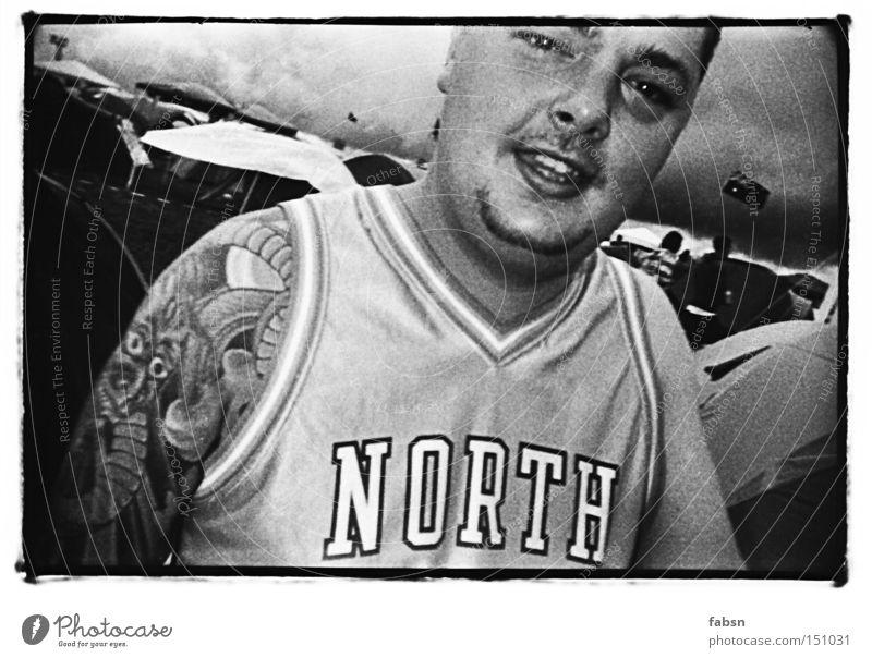 KILLER QUEEN Schwarzweißfoto Mann Erwachsene Unwetter T-Shirt Tattoo Wut schwarz Stress Ärger Krimineller Vorgesetzter Rüpel black white b/w