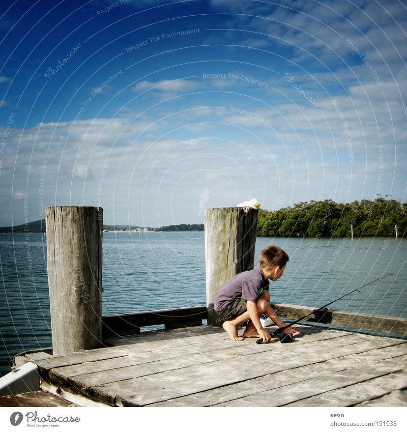 Angeln Fluss See Holz Junge Wasser Wolken Steg Kind Aktion Australien Sommer