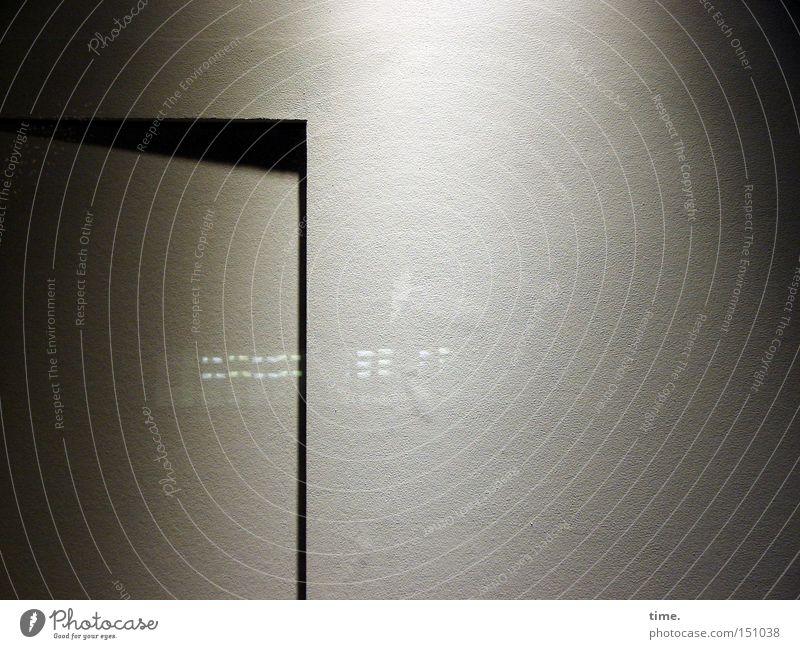 Rätsel der Moderne (IV) Wand Fassade offen Autotür geheimnisvoll außergewöhnlich Spalte
