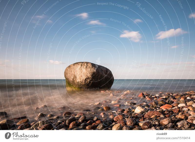 Findling an der Küste der Ostsee Natur Ferien & Urlaub & Reisen Wasser Meer Erholung Landschaft Wolken Strand Stein Felsen Tourismus Idylle Romantik