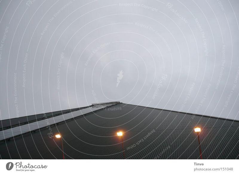 Pyramide Himmel Wolken Lampe Beleuchtung Glas Streifen Konstruktion Scheinwerfer schlechtes Wetter anthrazit Gebäudeteil