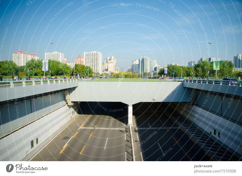 unter Tage freie Fahrt Wolkenloser Himmel Peking Hochhaus Verkehrswege Straße Tunnel authentisch modern oben Ordnungsliebe Netzwerk Ferne Umwelt unterirdisch