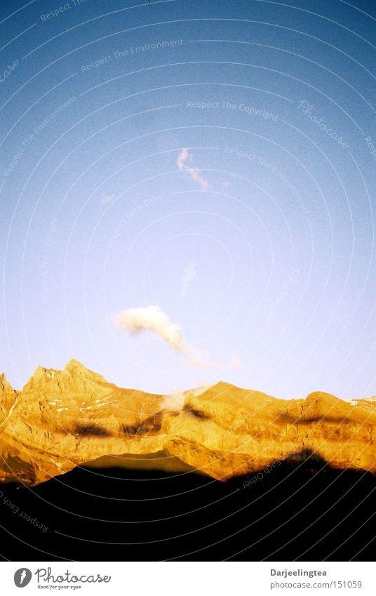 Sonnenuntergang im Wallis Schweiz Kanton Wallis Berge u. Gebirge Schatten Himmel orange blau Abend Abenddämmerung wandern Romantik Kraft Französische Schweiz