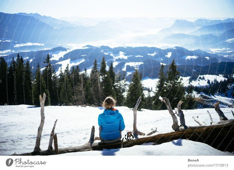 Berg Mensch Frau Natur Ferien & Urlaub & Reisen Jugendliche Erholung Landschaft Winter 18-30 Jahre Berge u. Gebirge kalt Erwachsene Umwelt Schnee feminin Felsen