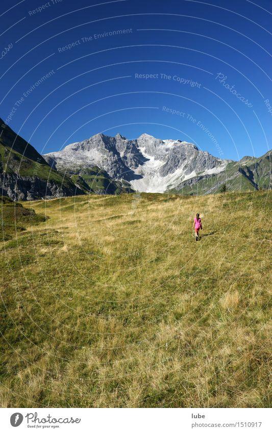 Auenfeld Ferien & Urlaub & Reisen Tourismus Ausflug Ferne Freiheit Sommer Sommerurlaub Berge u. Gebirge wandern 1 Mensch Umwelt Natur Landschaft