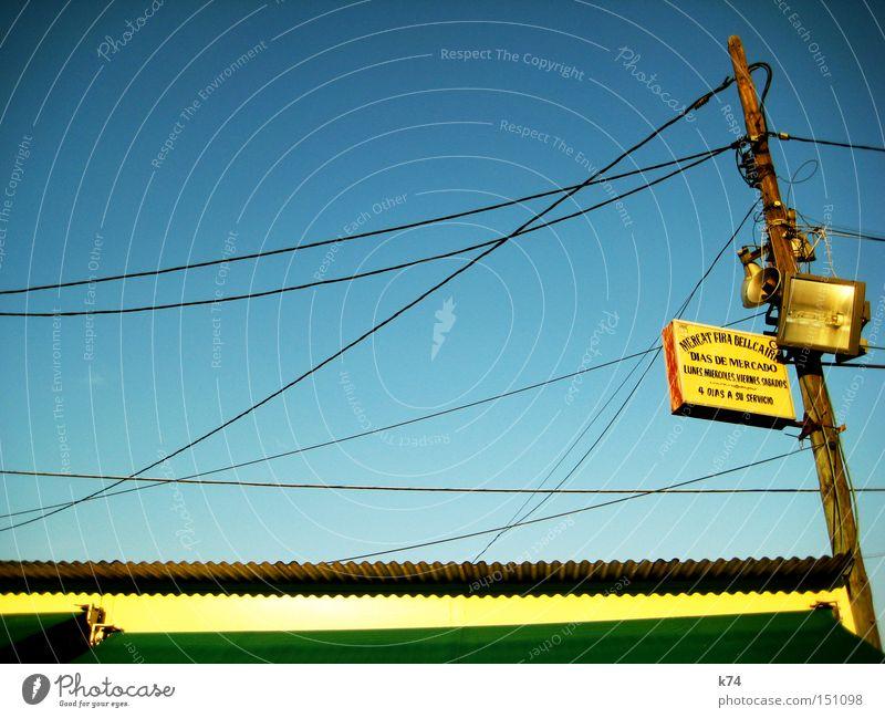 ENCANTS Kabel Scheinwerfer Lautsprecher Dach Markise Flohmarkt Markt Strommast Schilder & Markierungen Blechdach Licht Detailaufnahme mercado