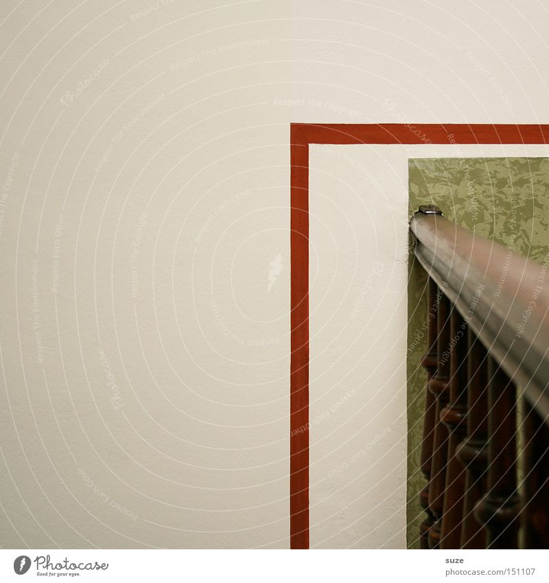 Rechts um die Ecke alt grün weiß Haus Wand Mauer Innenarchitektur Holz Linie Wohnung Häusliches Leben Design einfach Ecke Streifen Treppenhaus