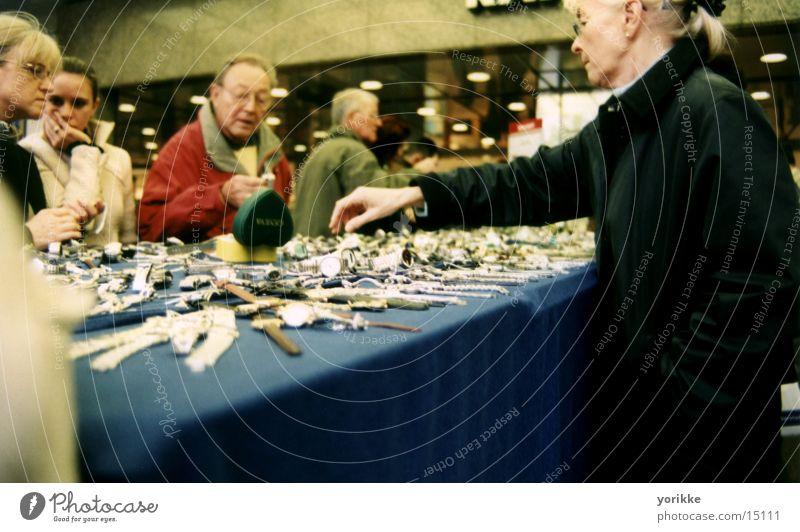 einkaufen schöner leben Hand Menschengruppe Uhr