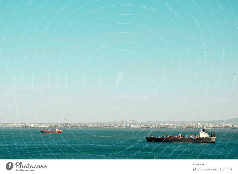 fast im hafen Wasserfahrzeug See Meer Handel Containerschiff Schifffahrt Öltanker Güterverkehr & Logistik Seeweg Seehandel Handelsreise