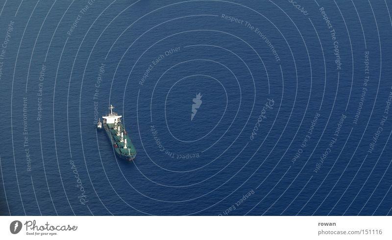 weit vom hafen Meer Ferien & Urlaub & Reisen Einsamkeit Ferne See Wasserfahrzeug Schifffahrt Öltanker Containerschiff Seeweg