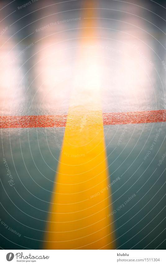Markieren Sie Basketballplatz, Handball oder Fußball. Erholung Spielen Sommer Sport Stadion Schule Straße Kunststoff Linie weiß Konkurrenz Athlet Hintergrund