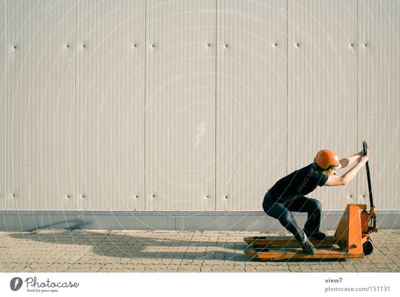 Geschwindigkeitsrausch Mensch Mann Freude lustig laufen Verkehr Geschwindigkeit Industrie Rennsport trashig Poster Helm Lager Wagen Fahrer Sportveranstaltung