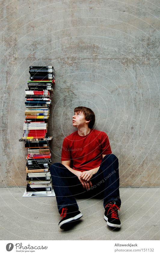 Leistungsdruck Jugendliche Erholung lernen Buch Studium lesen Bildung Student Mensch Berufsausbildung Wissen Bibliothek Printmedien Überfordern Medien