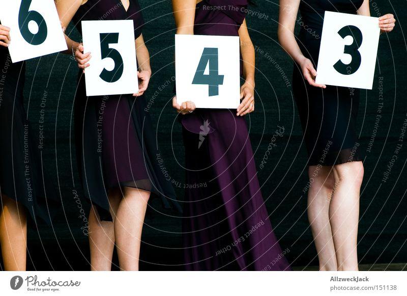 Nummerngirls Ziffern & Zahlen Dame Frau wählen schön Laufsteg Sportveranstaltung Konkurrenz Freude Ausstellung Messe einstellig misswahl schönheitskönigin