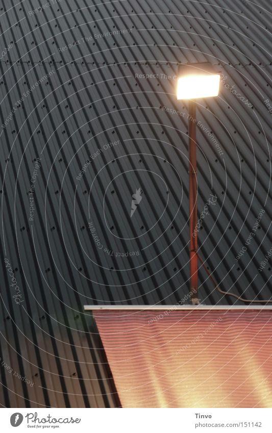 Ankündigung Beleuchtung Theater Kino erleuchten Plakat Scheinwerfer gestreift Niete wellig Wellblech