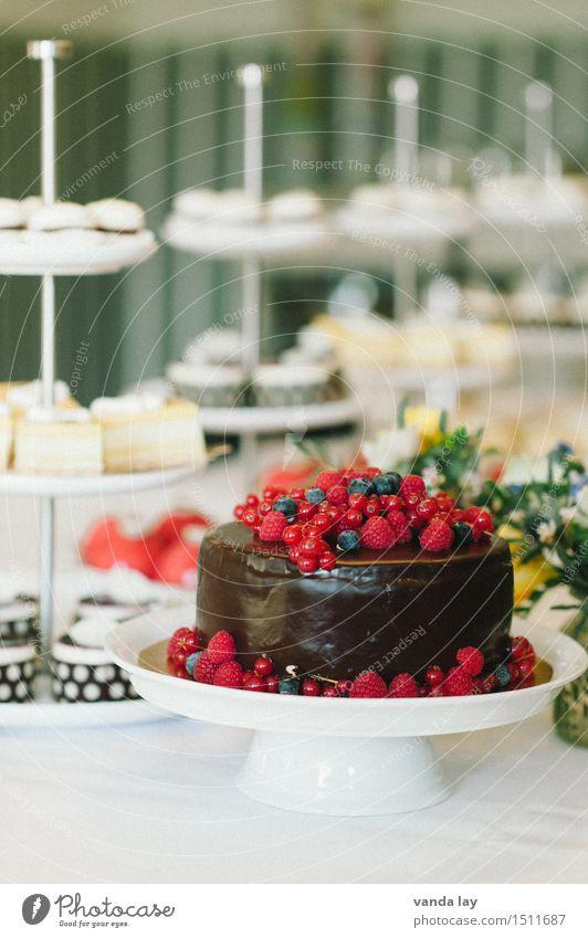 Tortentraum Lebensmittel Kuchen Dessert Süßwaren Schokolade Himbeeren Erdbeeren Ernährung Kaffeetrinken Büffet Brunch Festessen Etagere Reichtum Gesundheit