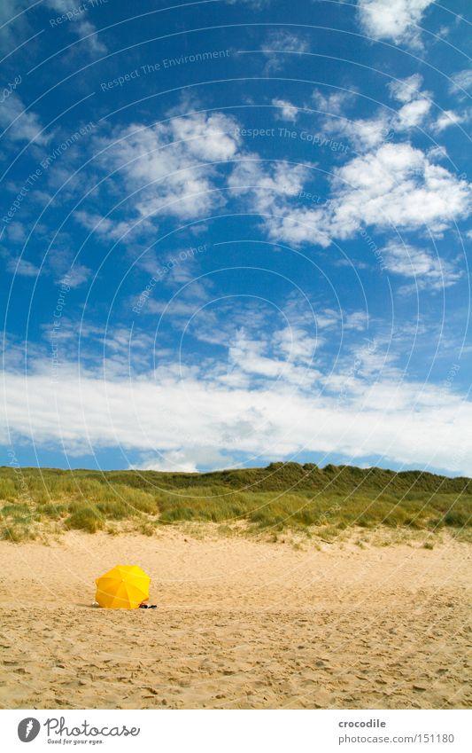 roter Schirm... schön Himmel Pflanze Sommer Strand Ferien & Urlaub & Reisen Wolken gelb Wärme Küste Frieden Sonnenschirm Stranddüne Düne Nordsee