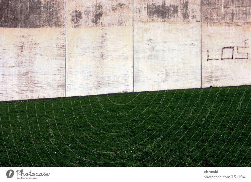LOS! Wiese Wand Mauer Graffiti modern Rasen Ruhrgebiet Lotterielose Bochum