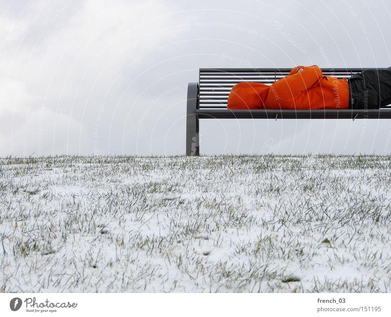 Bankenkrise III Krise kalt obdachlos Kapuze Winter Mensch Einsamkeit Schnee Wirtschaftskrise Hoffnung schlafen warten Ende Dienstleistungsgewerbe Park Kälte