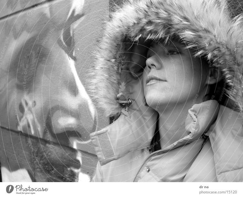 in grau Frau Winter grau Kopf