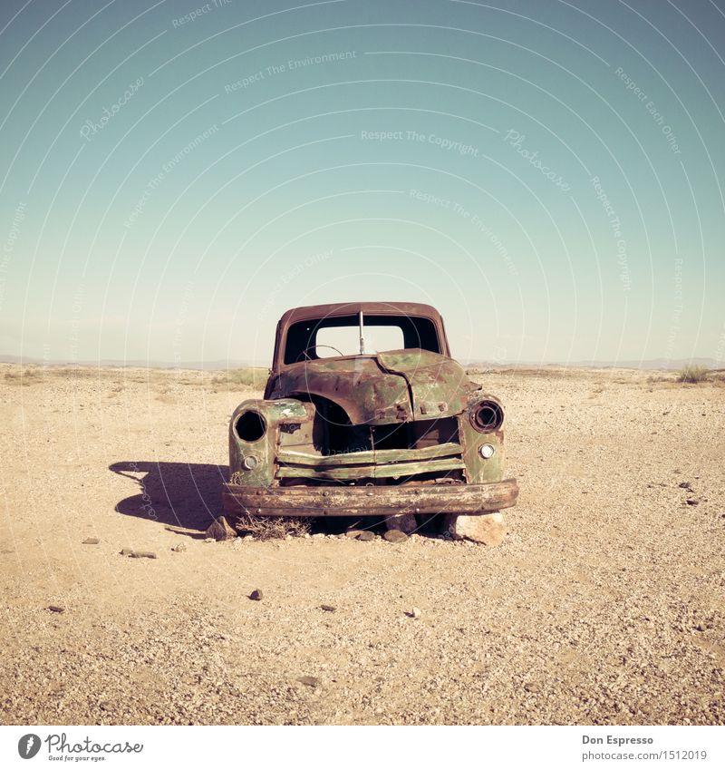 Wüstenkreuzer Natur alt Landschaft Einsamkeit Wärme Senior Zeit Sand PKW trist Vergänglichkeit Abenteuer kaputt Wandel & Veränderung Ewigkeit Vergangenheit