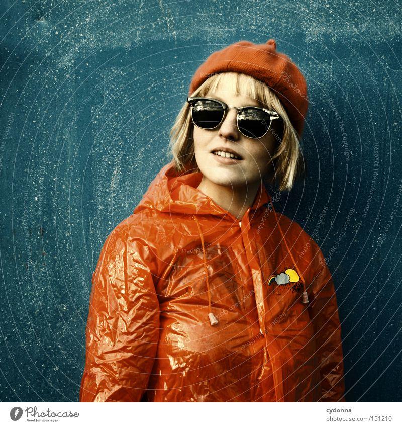SPLISH SPLASH I retro Nostalgie Stil Mensch Frau Bekleidung Leben Gefühle ästhetisch schön Freude Regenmantel Schutz Regenjacke Mode