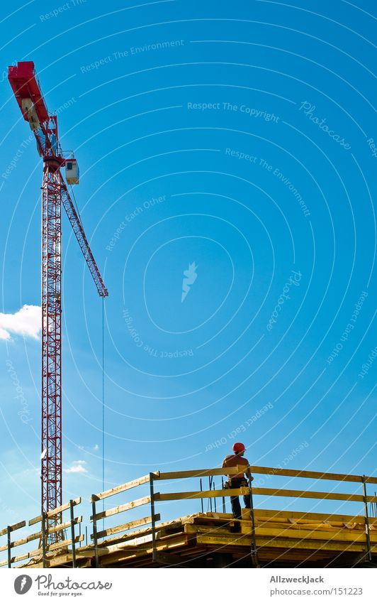 David und Goliath Himmel Mann Deutschland Arbeit & Erwerbstätigkeit Schönes Wetter Pause Baustelle Handwerk Kran Bauarbeiter Handwerker Baugerüst Gerüst