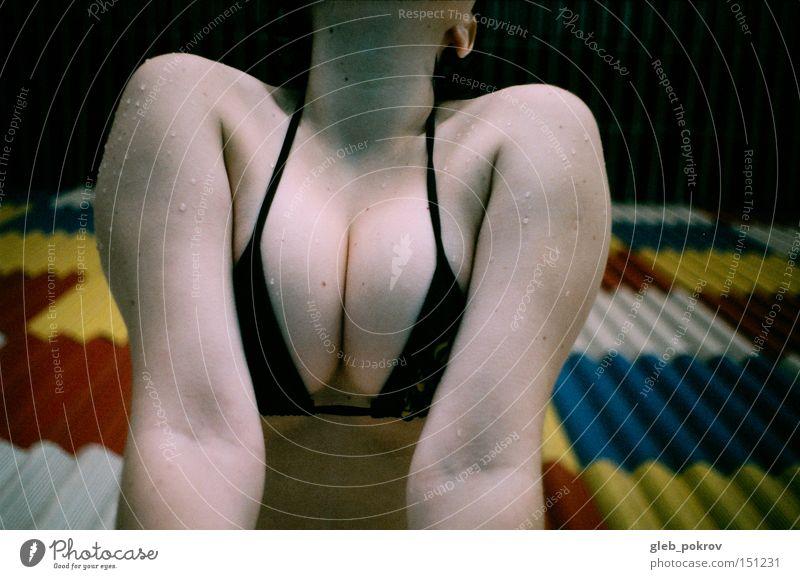 Frau Mensch blau Russland Körper nass Mode Wassertropfen Dinge Müll Hals Sibirien Nacken